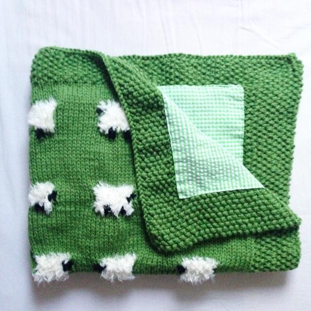 La couverture mouton de M. #cagibis #tricot #jacquard #knit #knitting #handmade #slowdesign